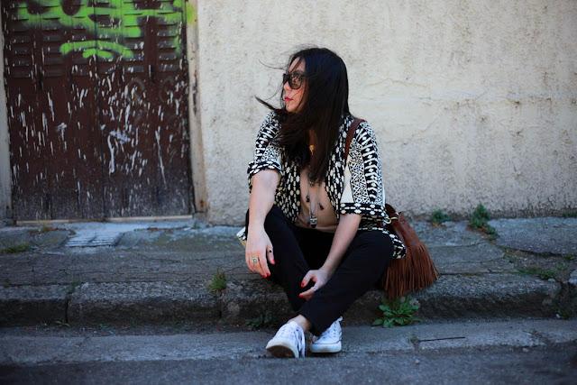 photo mode assise dans la rue