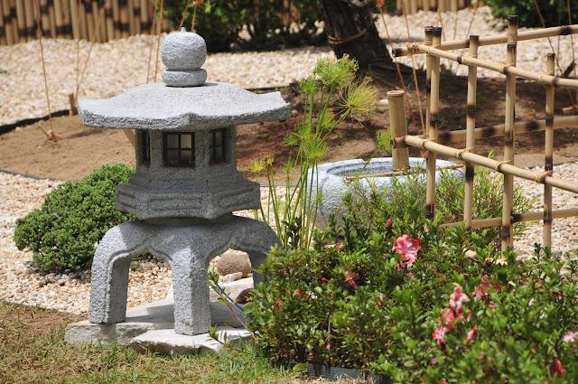 lanterna de pedra: esculturas para jardim japonês