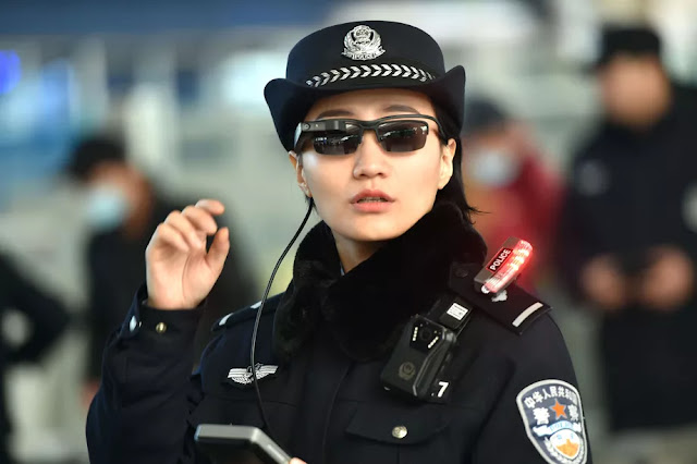 Chinese Police smartly using Artificial Intelligence or AI Face Recognition Sunglass to nab the criminals!?