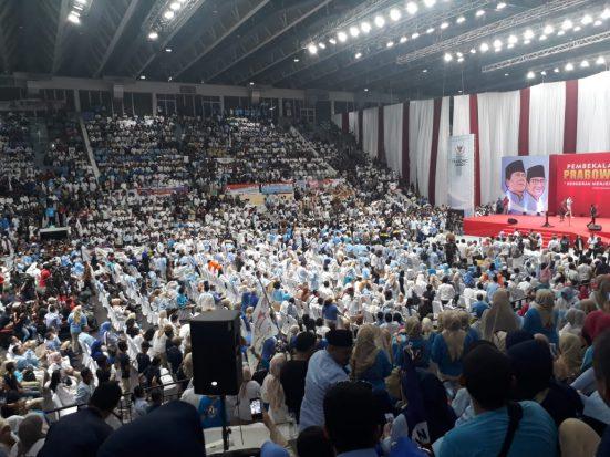 Membeludak, Istora Senayan Tak Sanggup Tampung Ribuan Relawan Prabowo-Sandi