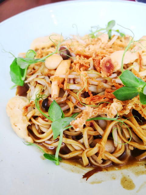 Racines Resturant Ee Fu Noodles