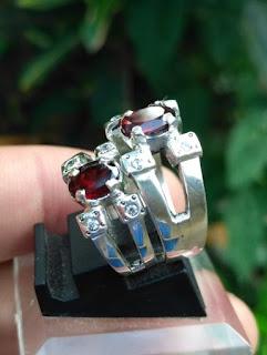 cincin tunangan garnet