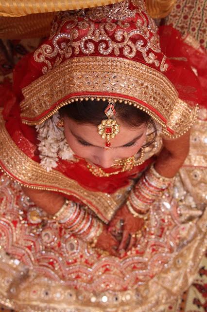 bride dedicates poem to her husband.
