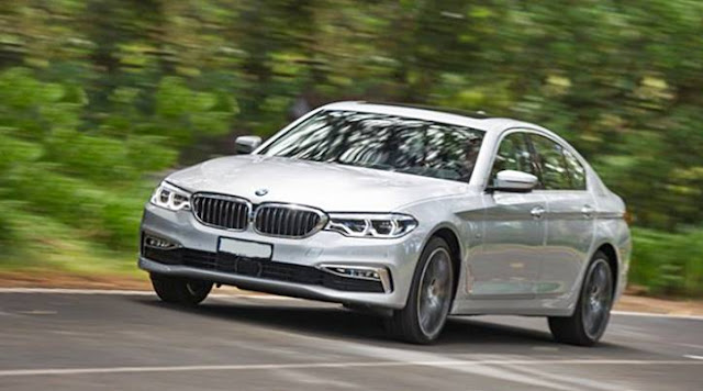 2017 BMW 5 Series with blends classic styling review