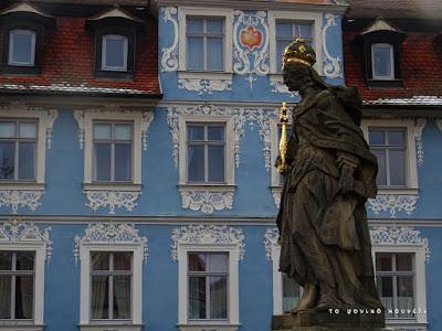 Άγαλμα και σπίτια στο Μπάμπεργκ της Γερμανίας / Statue and houses in Bamberg