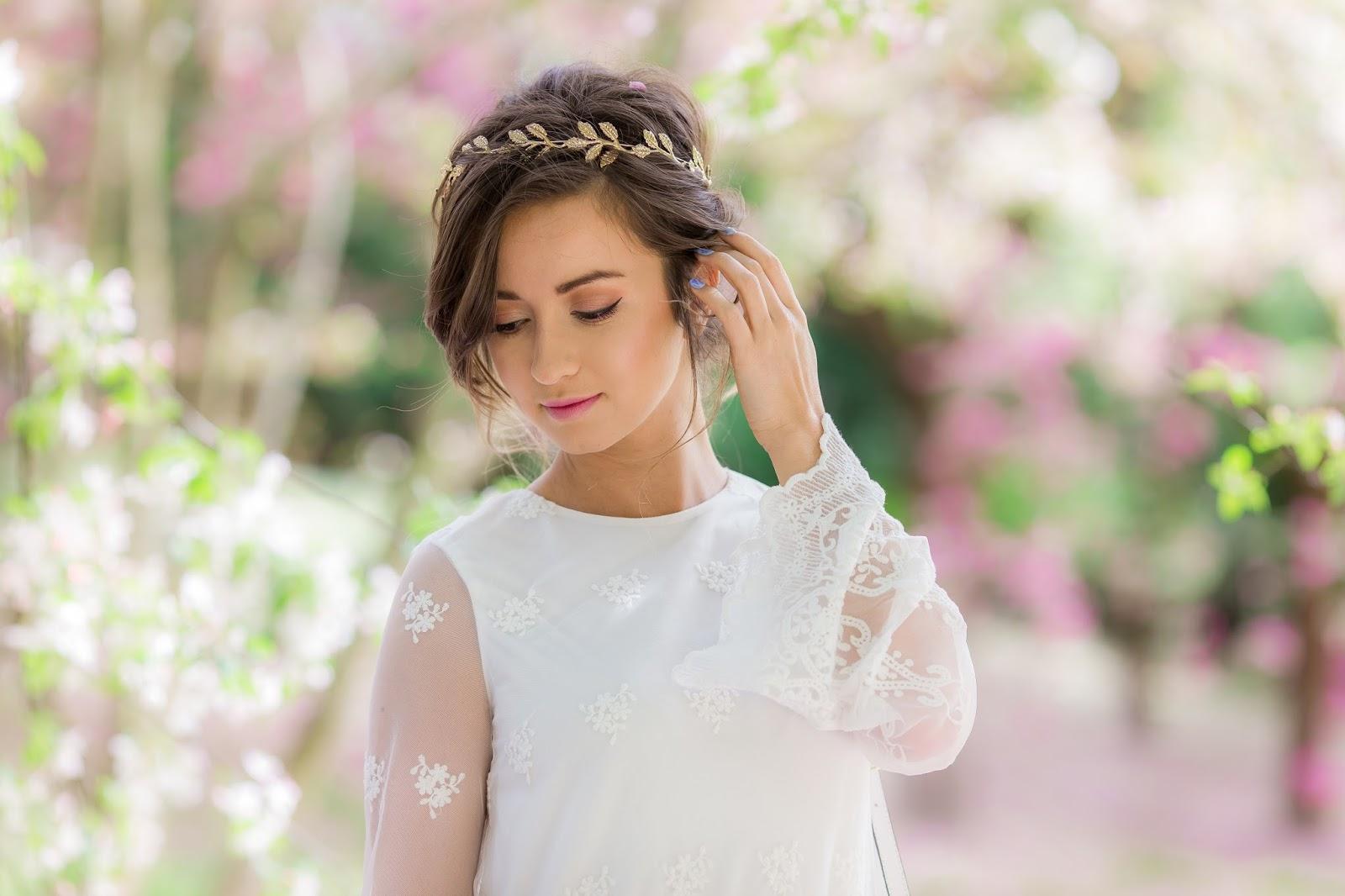 Fryzura Na Wesele I Biała Koronkowa Sukienka Wedding