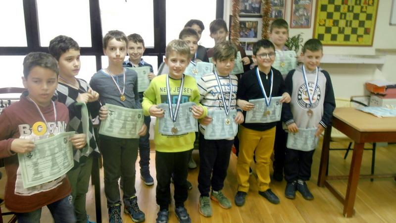 Αλεξανδρούπολη: Έπαιξαν και διασκέδασαν τα παιδιά στους Χριστουγεννιάτικους αγώνες Σκάκι