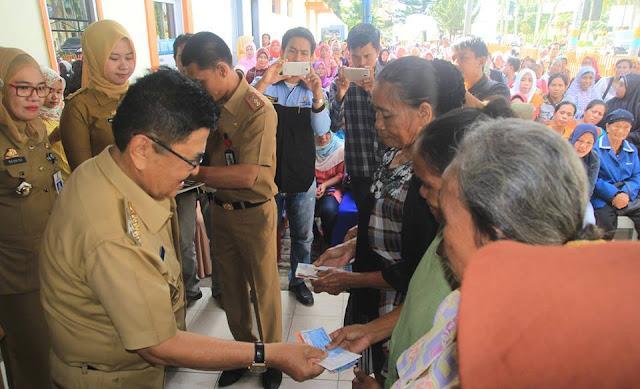 Wali Kota Palopo Salurkan Bantuan PKH Kepada 1.757 KSM Baru