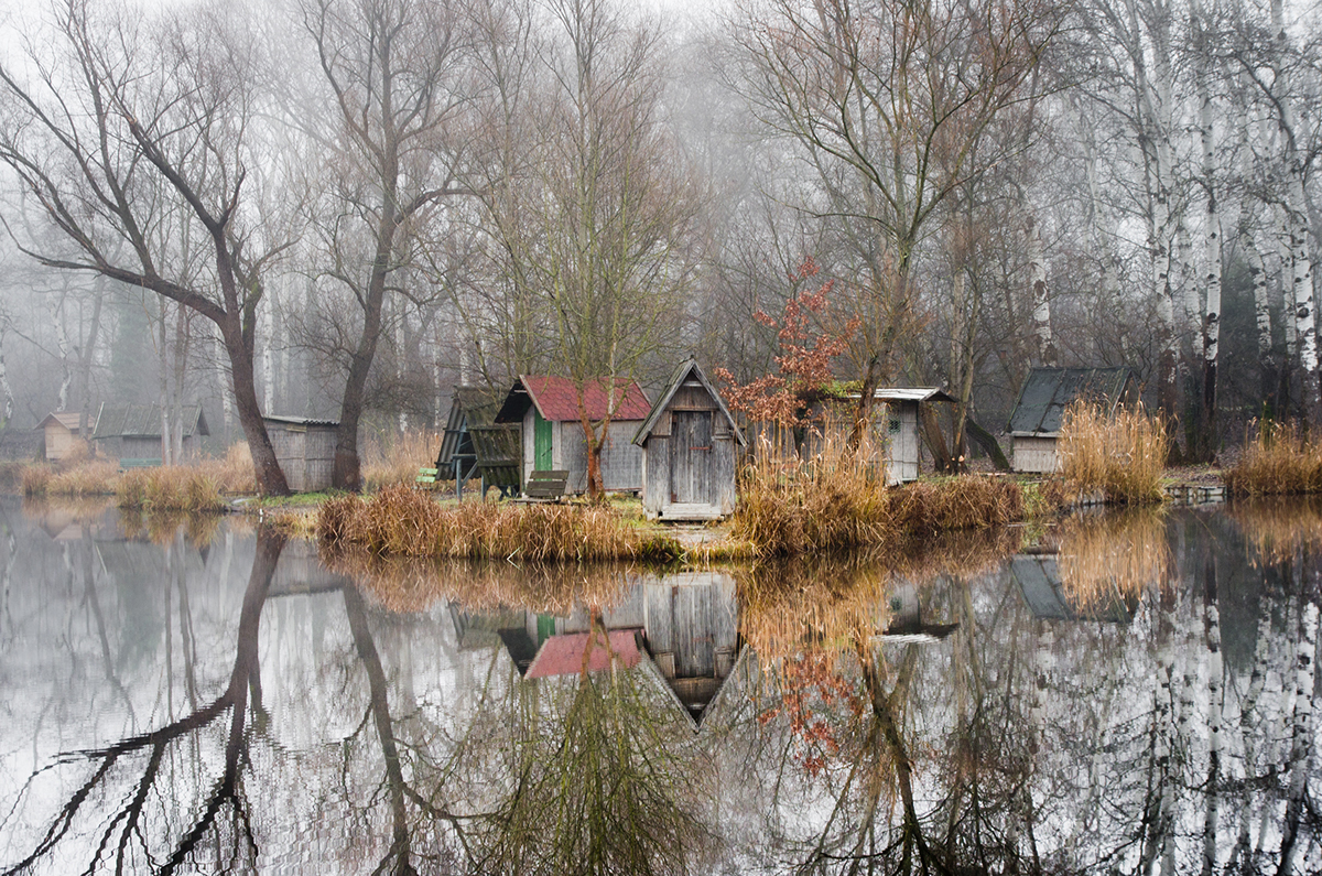 11-Viktor Egyed-Photographs-of-the-Enchanted-Fishing-Village-www-designstack-co