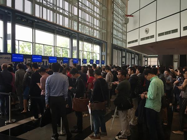 Tech in Asia Singapore 2015首日報到情形,攝影:創業小聚