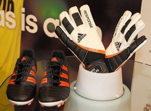 Cambios de La Internet Radar  Iker Casillas con nuevos guantes y botas Adidas - MENTE NATURAL DE MODA