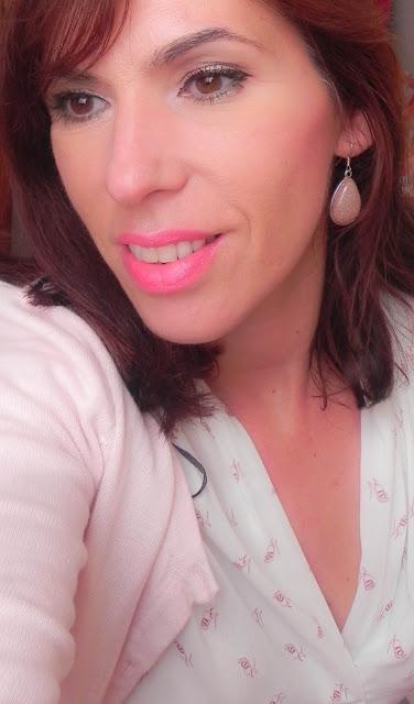 primer plano maquillaje fácil rosa