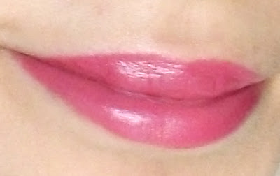 Avon Cosmetics Ultra Colour 3D Uptown Pink, plumping lipstick swatched by Valentina Chirico