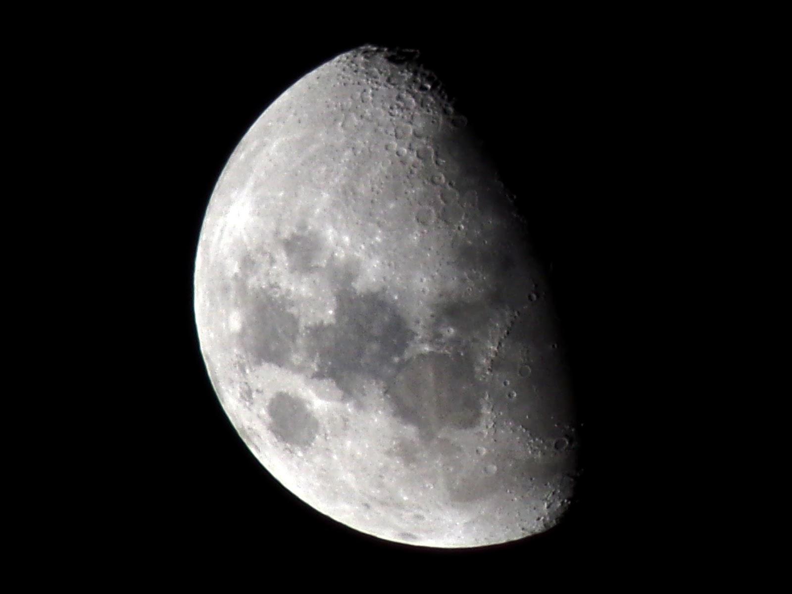 Lunas y Luces : Luna Cuarto Creciente 16 de febrero de Noche 22 hs. p.m.