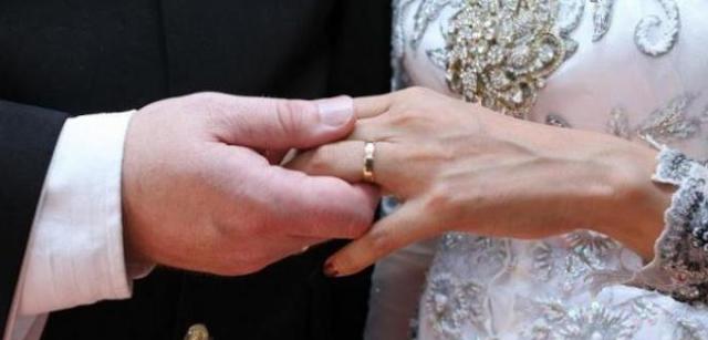 Tiga Kelebihan Menikah dengan Pria yang Lebih Muda