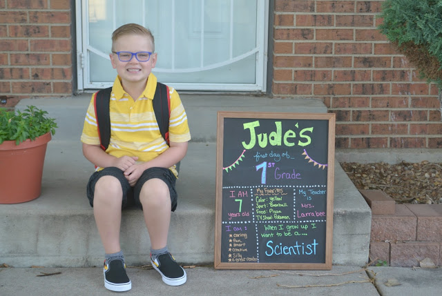 back to school signs, first day of school chalkboard, first day of school picture idea, first day of school picture, chalkboard for first day of school, sign for first day of school, sign for first day of school picture