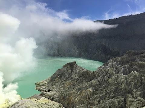 Menyapa Kawah Ijen dan Fenomena Blue Fire Banyuwangi
