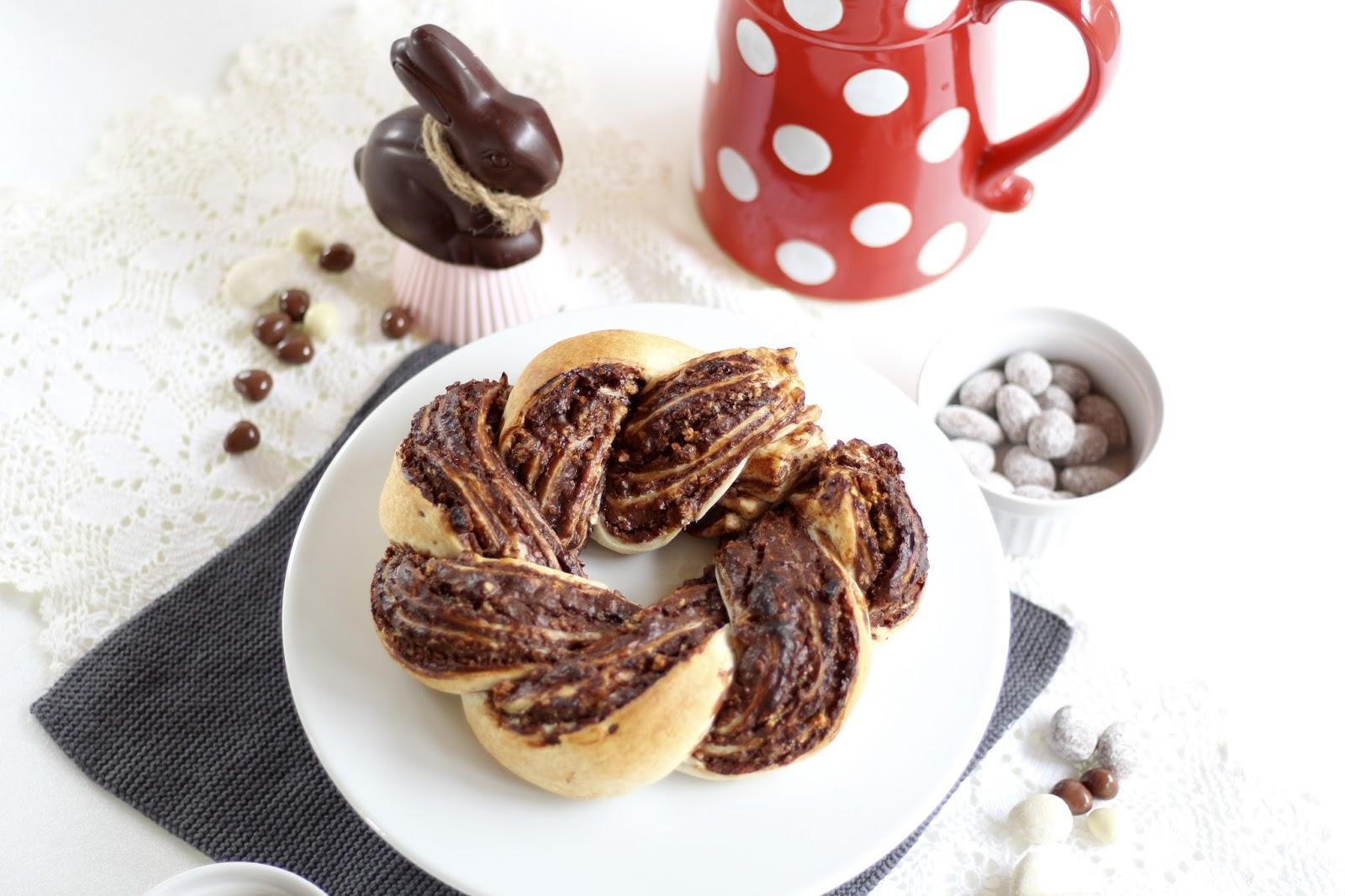 Osterkranz aus Blätterteig mit Knusperkrokant und Schokoladencreme nach Lafer