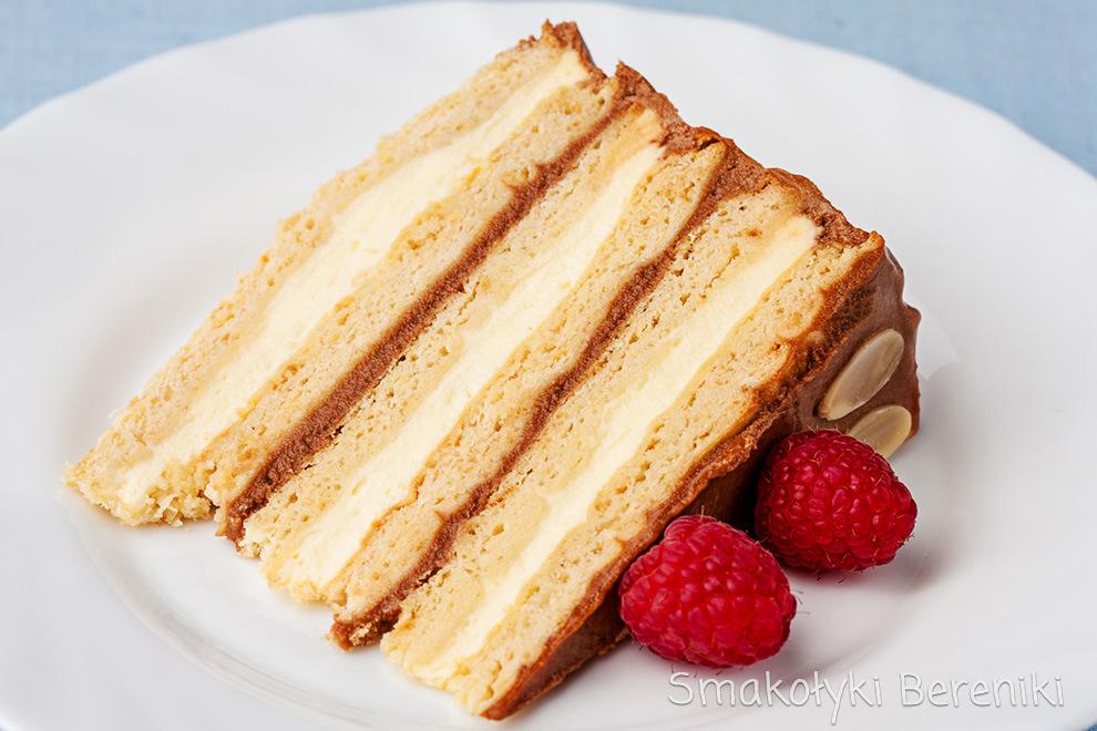 tort miodowy przekładany masą kajmakową