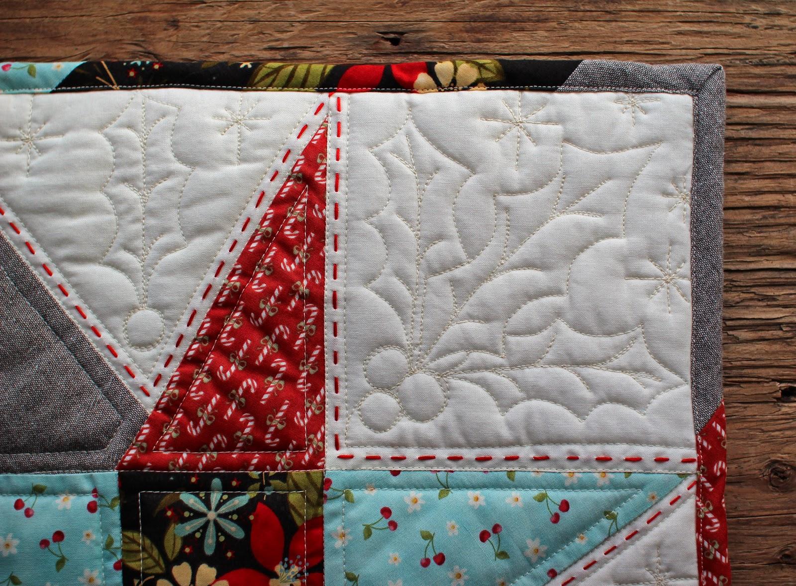 Christmas Star Pillow & PatchworkPottery: Christmas Star Pillow pillowsntoast.com