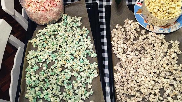 recept gekleurde popcorn drogen
