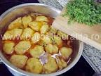 Supa de mazare cu galuste preparare reteta - punem mararul tocat
