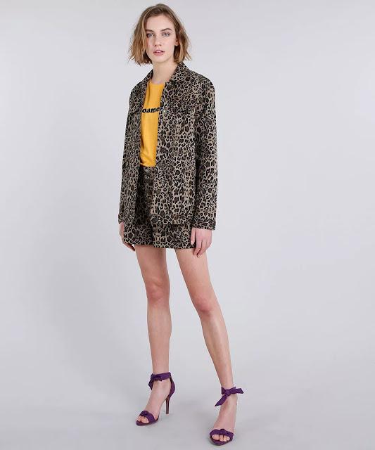 Tendência jaqueta oversized estampada animal print onça marrom claro