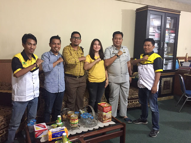 "Dalam memenangkan Nurdin Halid dan Aziz Qahar Muddzakar (NH-Aziz), tim relawan di berbagai daerah kini mulai berdiri salah satunya tim relawan ""Kerabat Bulukumba"". Tak tanggung-tanggung, Kerabat Bulukumba menemui Ketua DPR Hamzah Pangki dalam membicarakan langkah strategis dalam memenangkan NH-Aziz di Pemilihan Gubernur Sulawesi Selatan 2018 mendatang. Selasa (24/10/2017) - Lensapos.com"