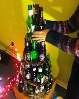 arbol de navidad DIY con botellas de vidrio