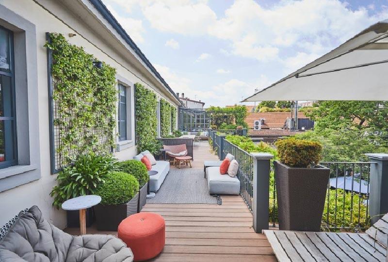 Come preparare al meglio terrazze e balconi per la for Terrazza arredo esterni