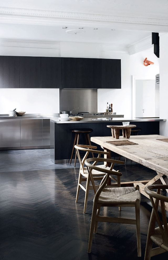 Minimalistic black kitchens | Image via Elle Decoration