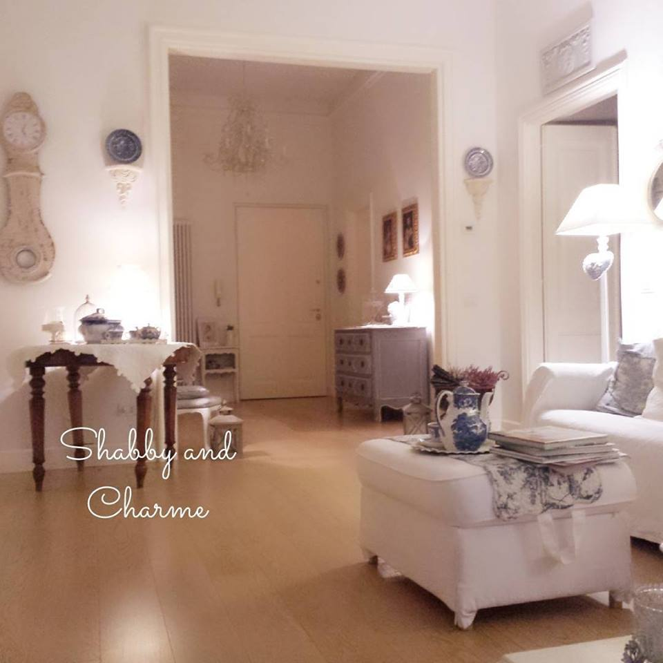 shabby and charme un appartamento very shabby chic. Black Bedroom Furniture Sets. Home Design Ideas