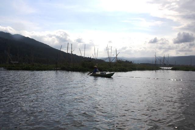 Aktivitas Nelayan di Rawa Pening