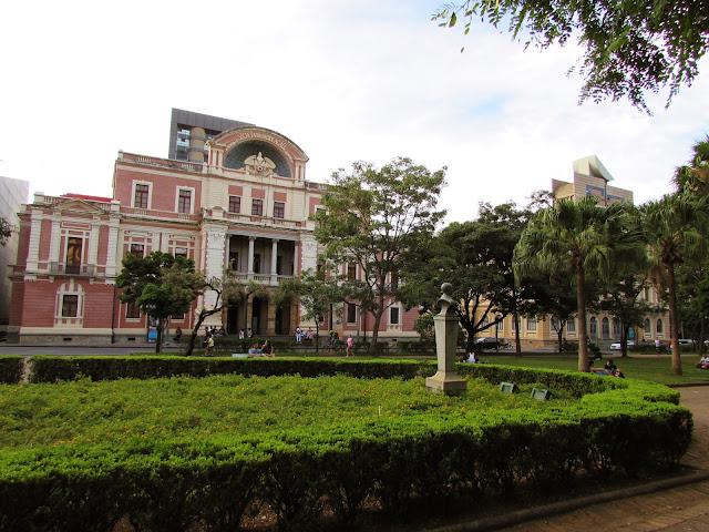 Prédio Rosa Praça da Liberdade - Museu