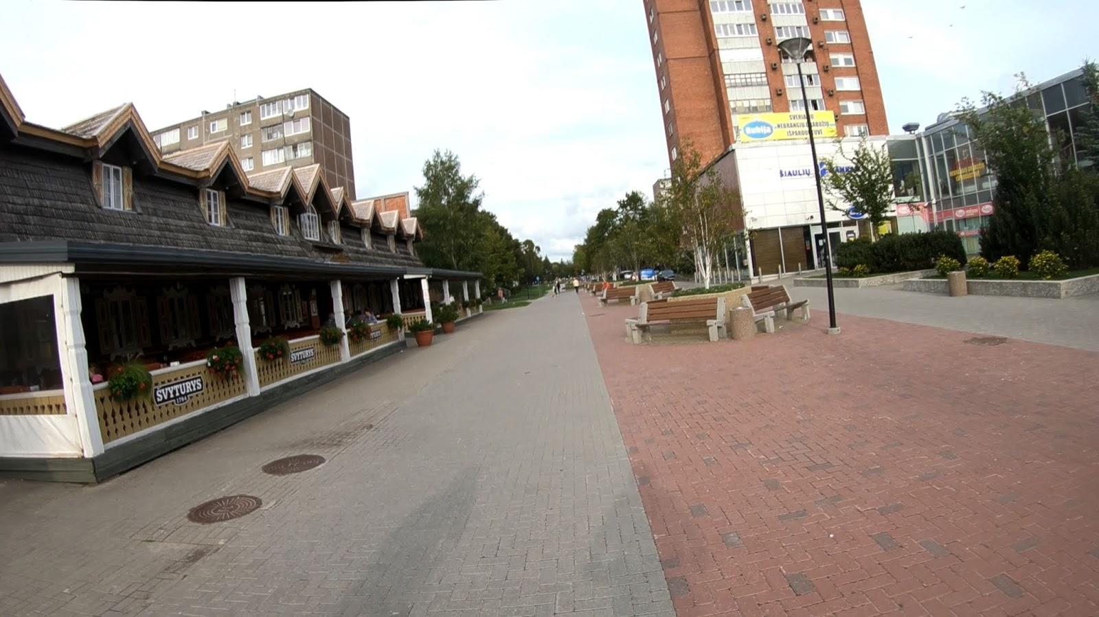 Пешеходная дорожка в районе детского мира