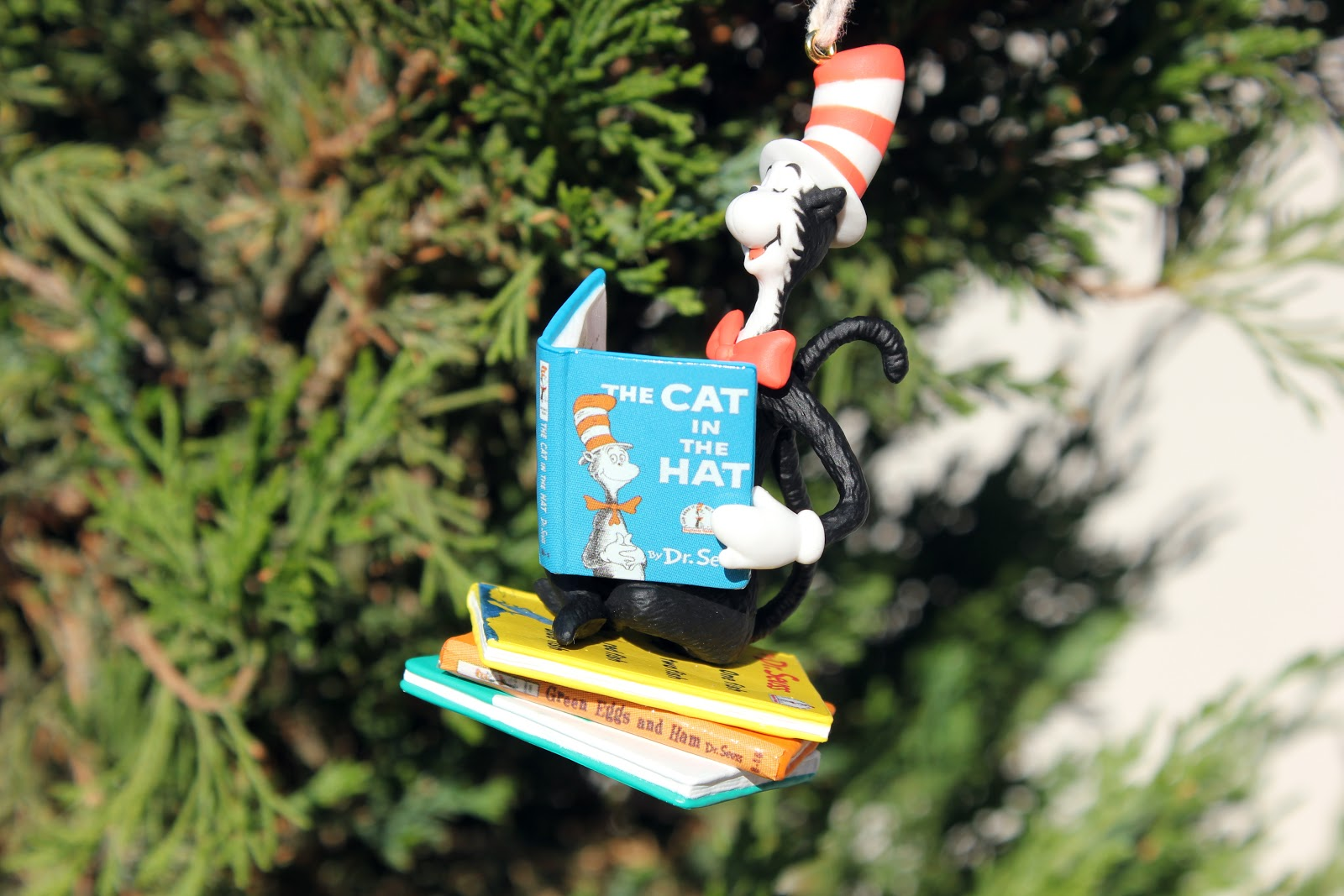 Cat in the hat ornaments - Everyone Knows The Cat In The Hat Green Eggs And Ham One Fish Two Fish And Hop On Pop The Artist Katrina Bricker Did A Fabulous Job Capturing The Great