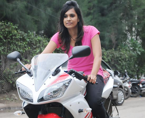Hd Wallpapers Indian Girls On Bike Hd Wallpapers-9352