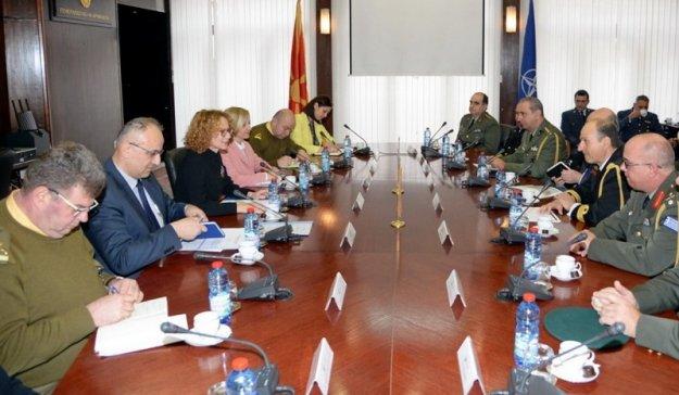 Εμβάθυνση της στρατιωτικής συνεργασίας συζήτησαν Αθήνα και Σκόπια