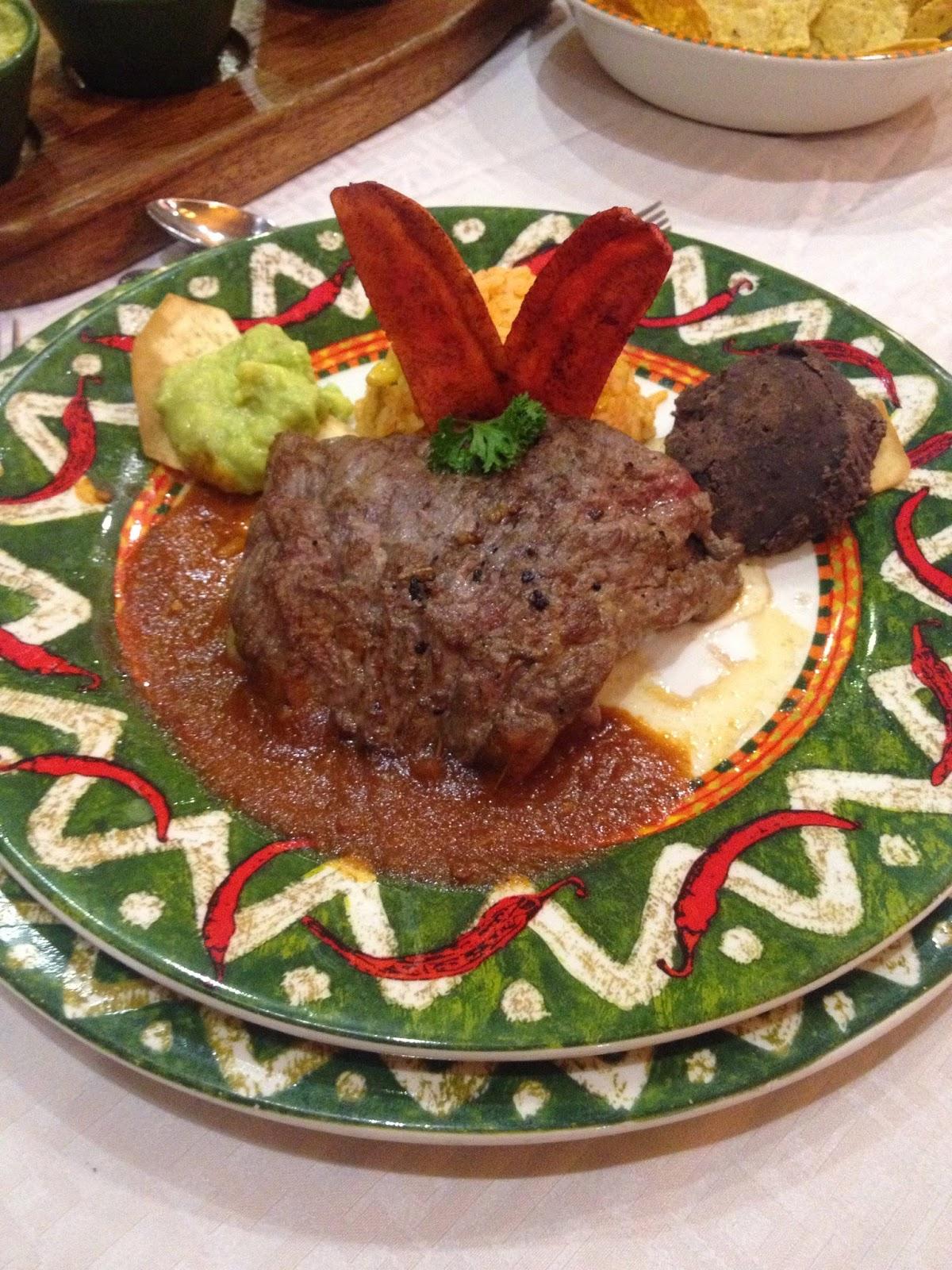 メキシカンのステーキ。ピリ辛で美味しかった。