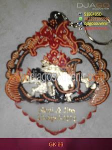 Souvenir Gantungan Kunci Model daun dengan Motif Batik tumpuk, harga grosir