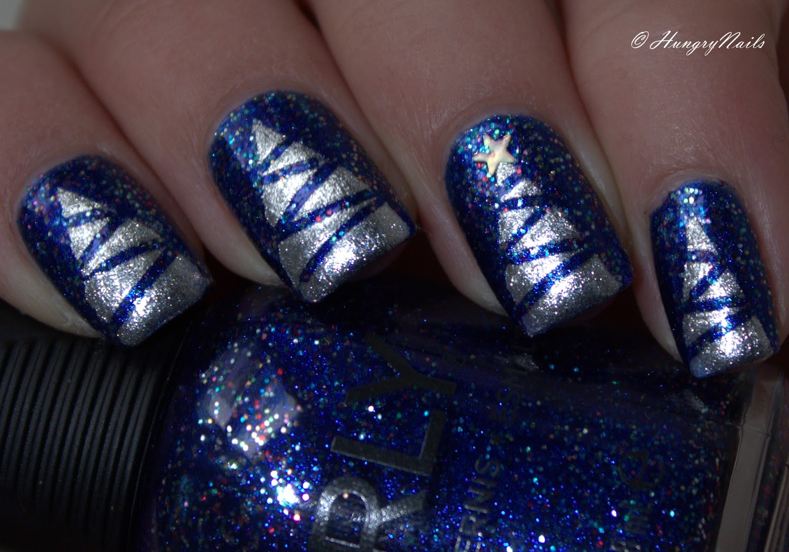 http://hungrynails.blogspot.de/2014/12/blue-friday-glitzernde-weihnachtsnaegel.html
