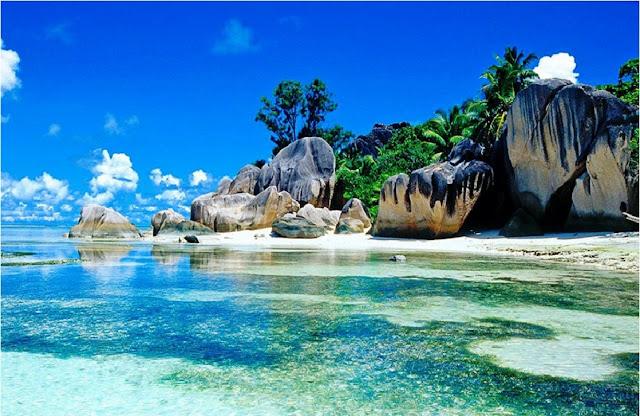 http://www.katasaya.net/2016/08/pantai-pantai-tujuan-wisata-tercantik-di-dunia.html