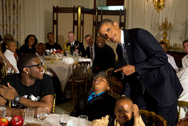 15+ Hilarious Pics That Prove Kids Can Sleep Anywhere - Napping In Front Of The President