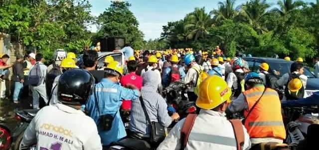 Blokade Jalan, Karyawan PT IMIP Tuntut Pemenuhan Hak