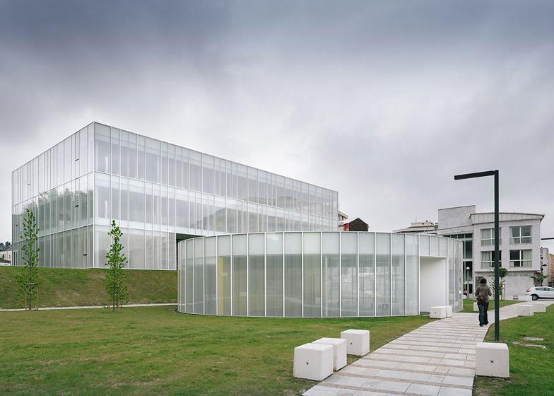 El vidrio arquitect nico de tvitec regenera en torrelavega - Fachadas de talleres ...
