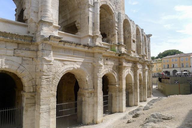 De Paris à Narbonne en vélo, Arles