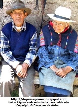 Foto de ancianos de la sierra de Huaral en Lima. Foto de ancianos de Jesus Gómez