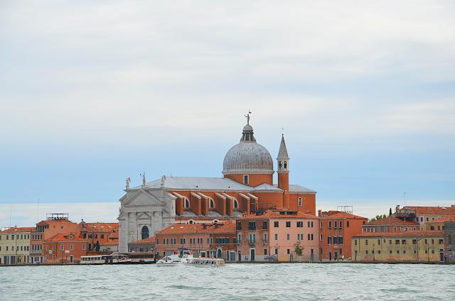 9+1 důvod, proč se vypravit do Benátek v roce 2017, kam v Benátkách, Benátky průvodce, co vidět v Benátkách, co ochutnat v Benátkách, Festa della Sensa, Benátský karneval, Festa della Salute, Voga Londa, benátský filmový festival, Biennale, Damien Hirst Benátky, Hieronymus Bosch Benátky, Regata Storica, Festa del Redentore