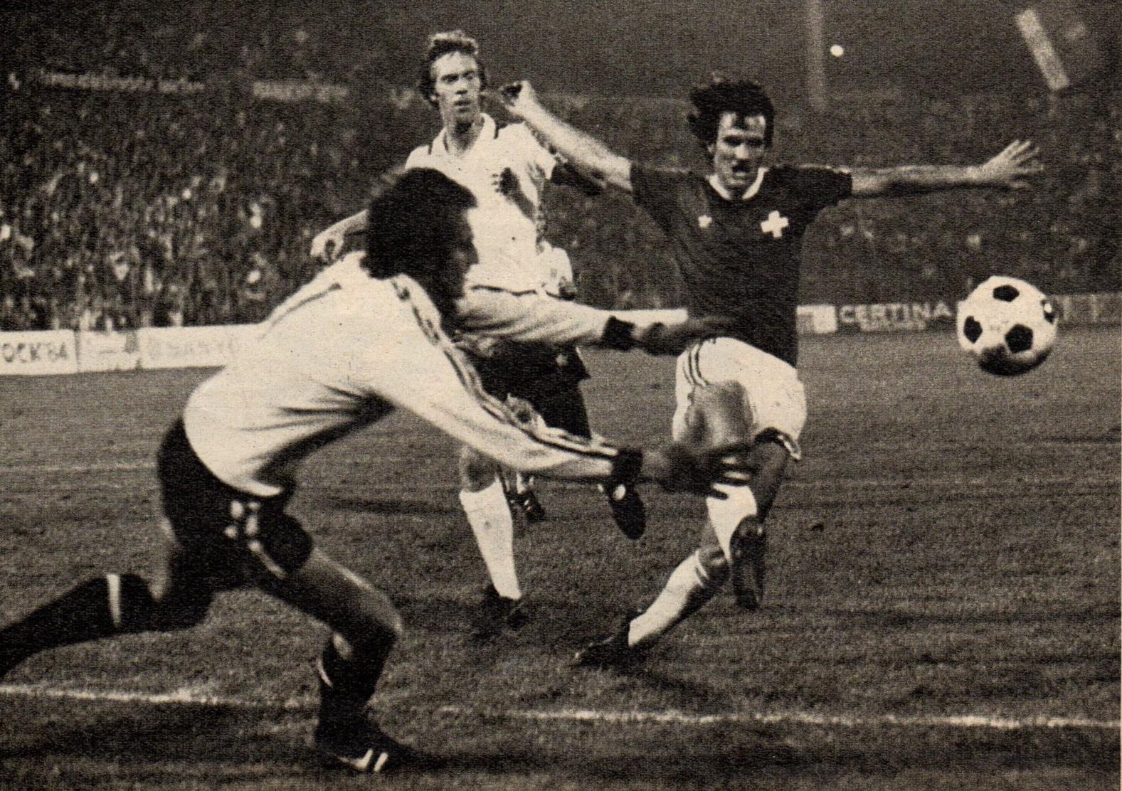 Soccer nostalgia old match photographs part 35d for Histoire du miroir