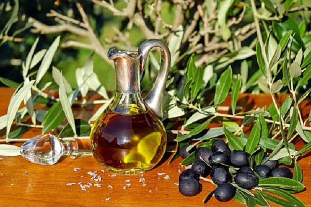 OLIVE OIL BENEFITS FOR SKIN